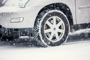 スタッドレスタイヤ 保管方法 保管場所 保管サービス