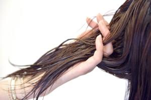 髪の毛の乾かし方で前髪をふんわりつやつやボリュームアップする方法