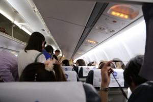 飛行機 窓側 通路側 英語 安全性 どっち?