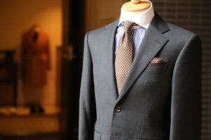 成人式のスーツの選び方で色やデザインのおすすめは何?