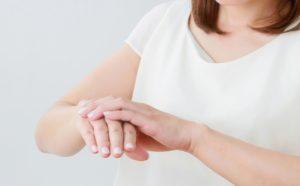 手 かゆい 原因 ストレス 病気 腫れる ぶつぶつ 治療法